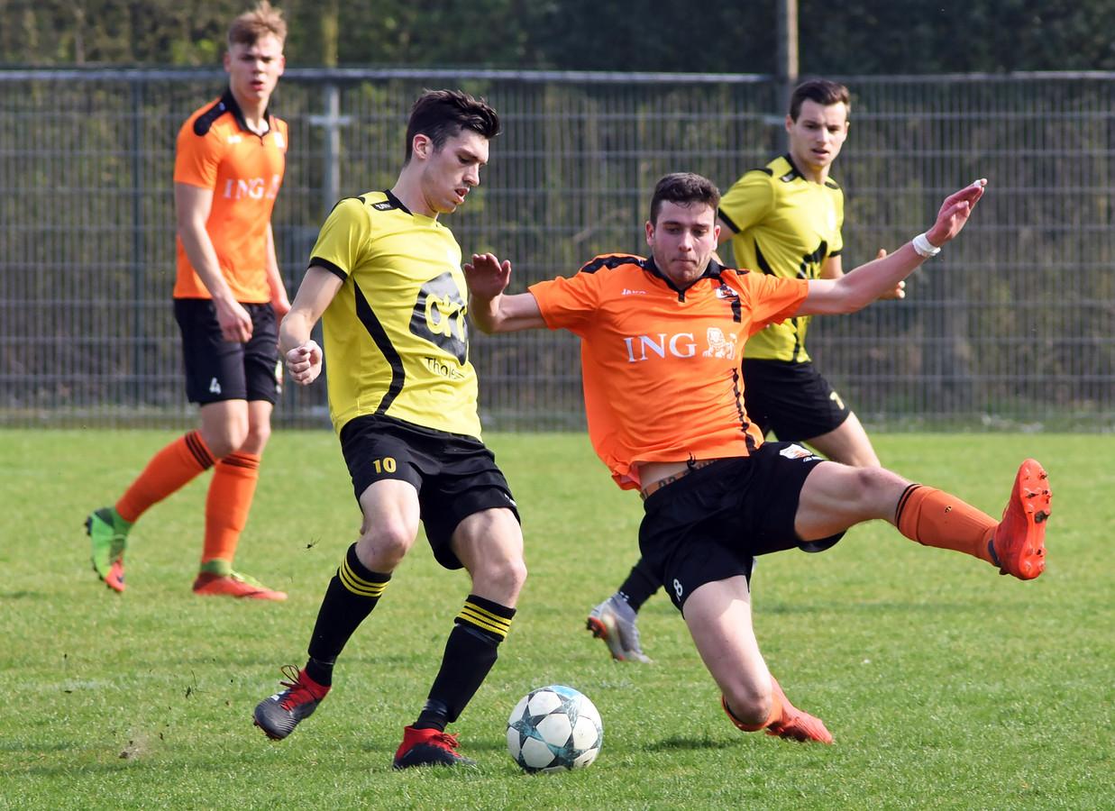Tholense Boys (gele shirts) is zaterdag gedegradeerd.