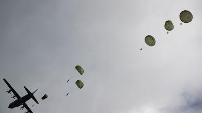 22 Amerikaanse militairen belanden in bomen bij mislukte parachutesprong