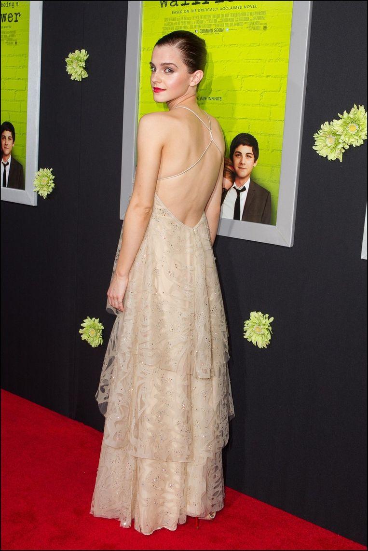 Nippleslip van Emma Watson op rode loper | Celebrities