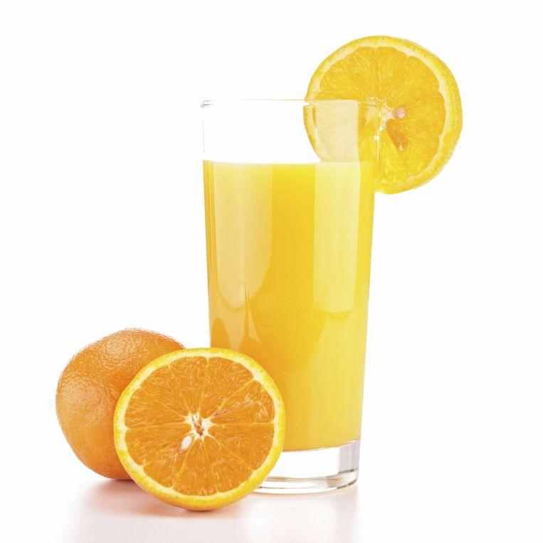 Voor een glas zijn vaak meer sinaasappels nodig, waardoor je veel suiker binnen krijgt. Beeld thinkstock