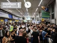 Amsterdam wil duurdere vliegtickets om aantal vluchten Schiphol te verminderen