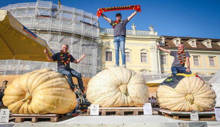 Het volledige Kastelse podium met Mario van Geel (1.013 kilo), Luc Vanheuckelom (979 kilo) en Jan Biermans (860 kilo).