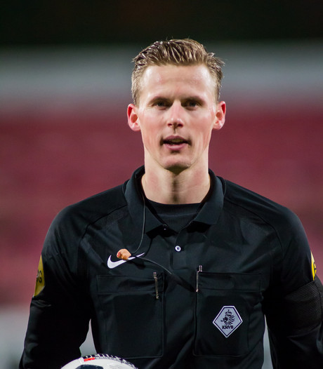 Achilles'29-Jong Ajax later begonnen door onwelwording vierde official