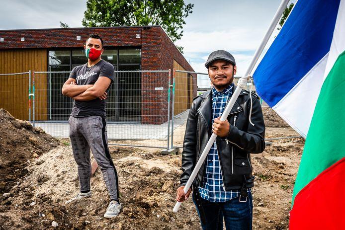 Noadja Dias en Leandro Luhulima voor het nieuwe buurthuis in de Molukse wijk