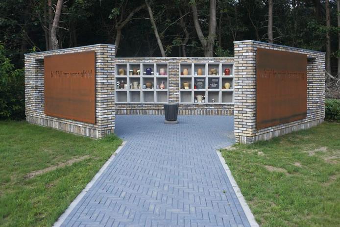 Bij het crematorium is een nieuwe urnenmuur gebouwd.