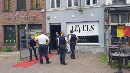 Vrouw zit opgesloten in nachtclub van zoon Michel Van den Brande en belt politie