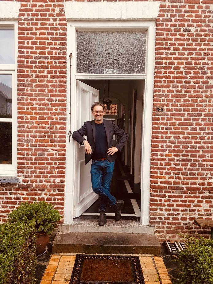 Oud-ambassadeur Michaël Vandebril is één van de nieuwe residenten in het Huis van de Dichter in Watou.