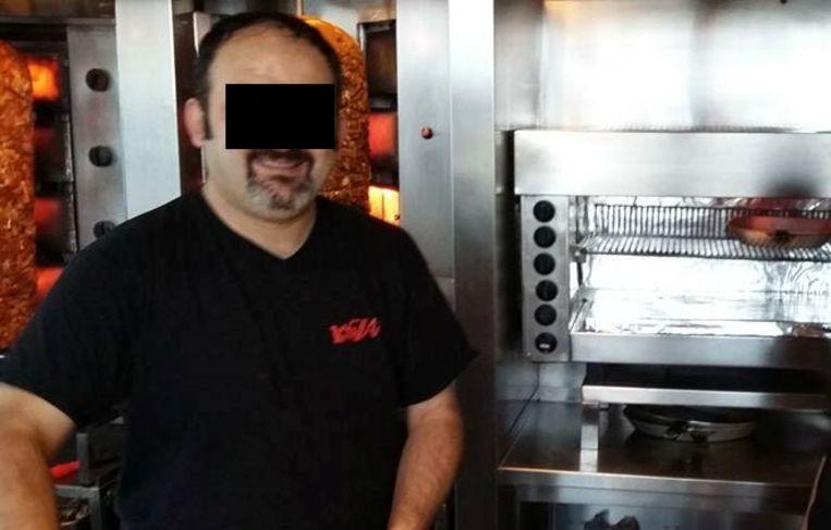 De chef-kok werkte al zestien jaar in pitabar Finjan vooraleer hij via geldbriefjes met dievenpoeder ontmaskerd werd door zijn werkgever.