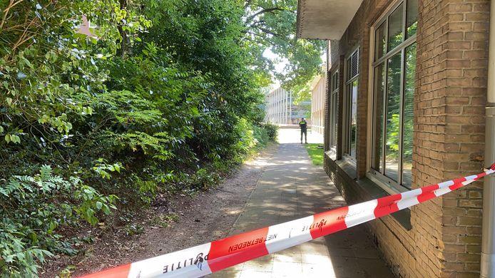 Er is een lichaam aangetroffen bij de Velperweg in Arnhem. De politie doet onderzoek.