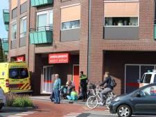 Fietsers maken slippertje op rotonde in Nijkerk
