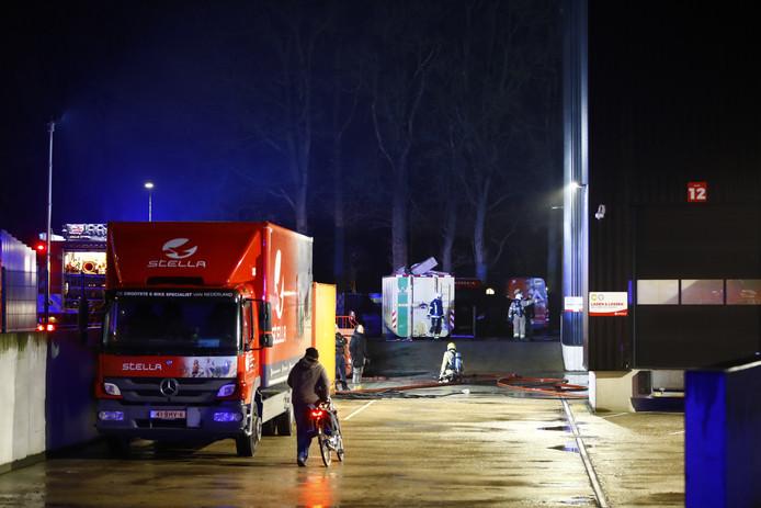 De brand woedt bij Stella Fietsen in Nunspeet.