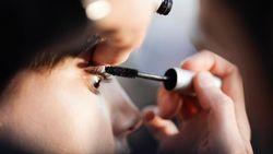 Internet in de ban van een wimperverlengende mascara die 3,39 euro kost en te koop is bij Kruidvat