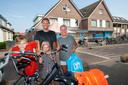 Ouders Hetty en Paul en hun kinderen Kai en Nikkie, vieren vakantie in de regio. Met het scherpe deurbeleid hebben ze allerminst moeite, ook niet als ze even moeten wachten tot ze de supermarkt in mogen.