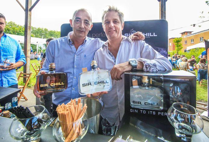 Ondernemers Bart Notenbaert en Jurgen Demeulemeester hadden hun nieuwe flessen mee naar het Gin- en foodtruckfestival in Kortrijk afgelopen weekend.