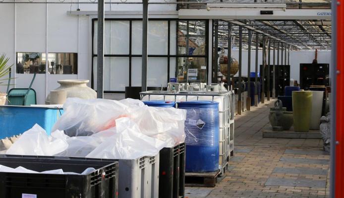 Het drugslab dat gevonden werd in een voormalig tuincentrum in Den Dungen.