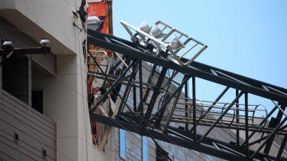 Storm blaast hijskraan tegen flatgebouw in Dallas: één dode en verschillende gewonden