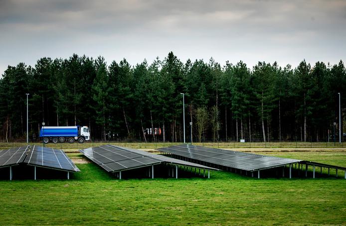 Een zonnepark bij Eindhoven Airport, foto ter illustratie