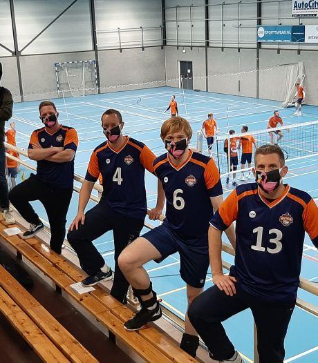 Sportvrienden laten zelfde mondkapjes drukken: duizenden kekke maskertjes in bestelling
