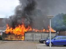Brand verwoest meerdere schuren in Emmeloord