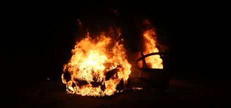 Gestolen auto brandt uit op bospad in Helvoirt