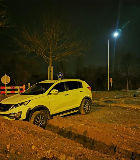 Beschonken automobiliste rijdt in Zevenaar 200 meter offroad en eindigt in greppel