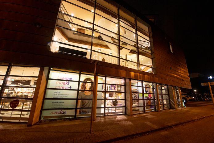 De bibliotheek wordt door de bezuiniging 'volledig gestript', volgens directeur Gert-jan Sweep.