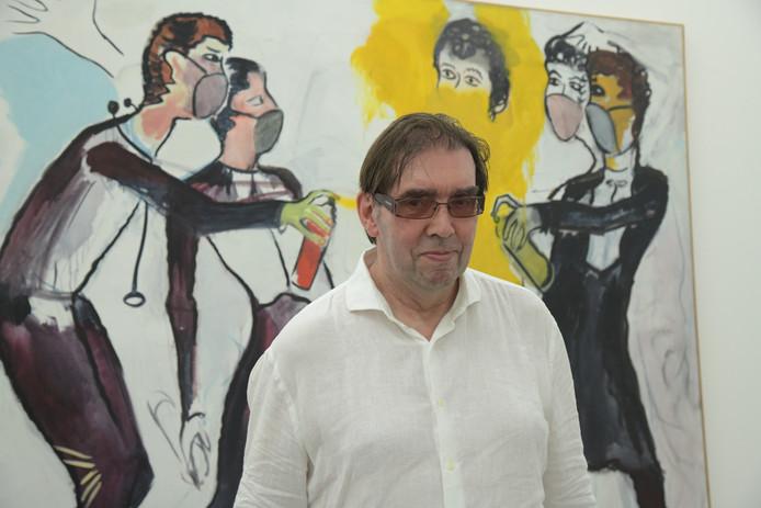 René Daniëls voor een doek dat hij maakte in 't Meyhuys in Helmond in 1983, nu te zien in Brussel.