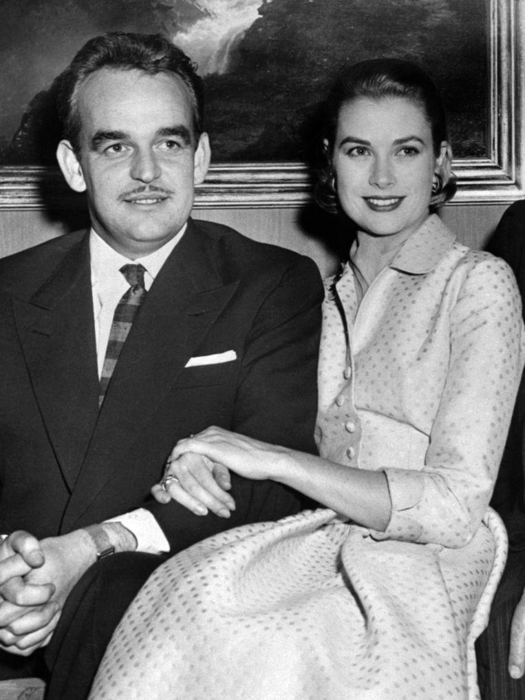 De verlovingsring die Grace Kelly kreeg van Prins Rainier van Monaco is inmiddels 4,5 miljoen waard (foto dateert van 5 januari 1956)