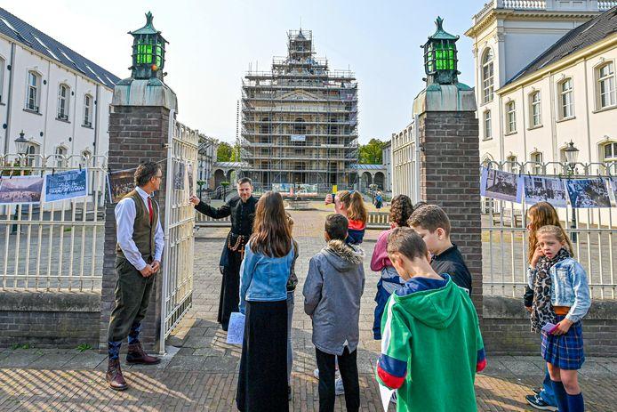 Vorige week nog ging het open monumentenweekend van start op het Saint Louisplein met de kapel nog volop in de steigers. Linksachter de Mariabouw, waar de plannen een andere wending nemen.