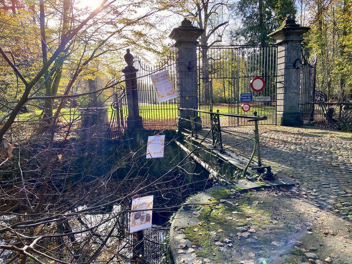 De start van de herfstblaadjeswandeling bevindt zich aan de hoofdingang van het park van Schilde, aan het uiteinde van de Bellevuedreef