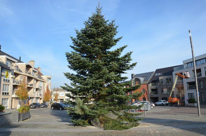 De kerstboom op het Welleplein in Welle.