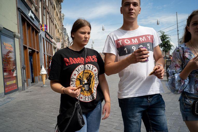 Lisa (18) draagt een bandshirt van de Ramones. Beeld Maarten van der Kamp