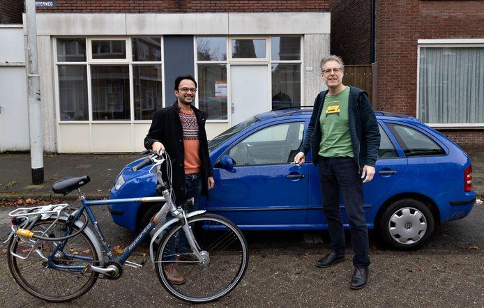 Initiatiefnemer Rik van der Velden (r) en Zubin Nayak, deelnemer van de eerste autodeelgroep.