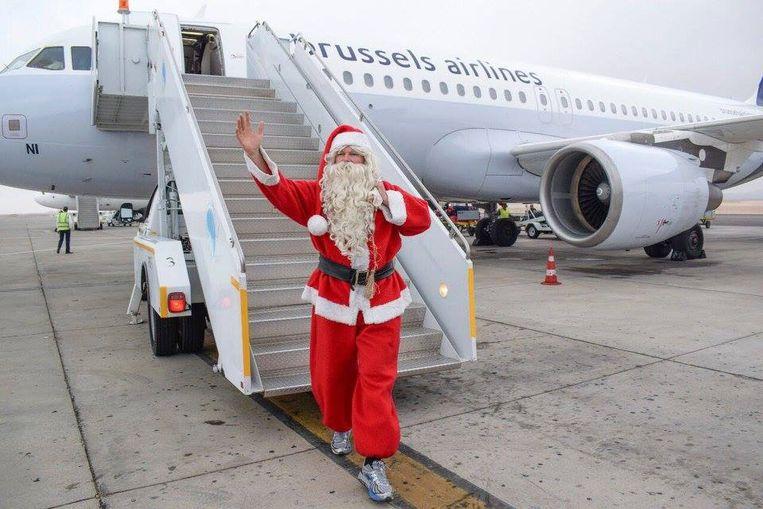 Koen Hallaert stapte verkleed als kerstman van het vliegtuig