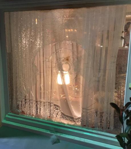 Ramen hotel Heitkamp 's-Heerenberg vernield door mogelijk zwaar vuurwerk