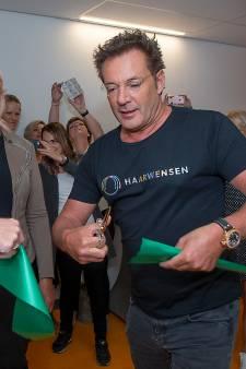 Gerard Joling opent salon van stichting Haarwensen in Prinses Maxima Centrum