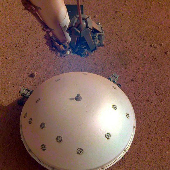 Het hitteschild dat de Marslander InSight op de bodem van de rode planeet zette.