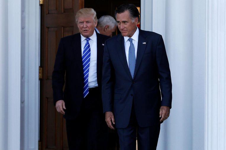 Donald Trump en Mitt Romney bij het golfclubhuis in New Jersey. Beeld reuters