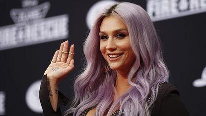 Lily Allen bespot Kesha met Halloween-outfit