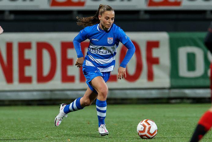 Jassina Blom heeft haar eerste doelpunten namens PEC Zwolle Vrouwen gemaakt, tegen ADO Den Haag.