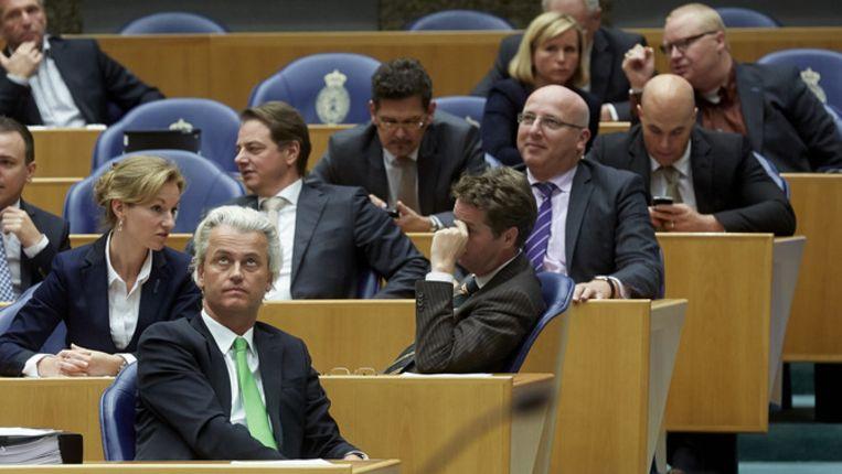 De Tweede Kamer-fractie van de PVV met de onlangs vertrokken Kamerleden Roland van Vliet (rechtsboven) en daaronder Joram van Klaveren Beeld anp