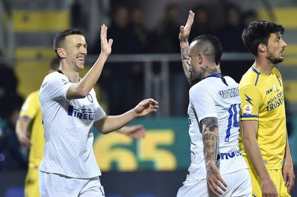 Nainggolan viert zijn goal met Perisic.