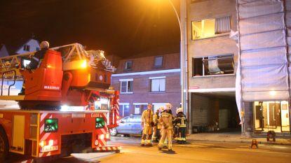 Appartementbewoner bevangen door rook na keukenbrand, andere bewoners vluchten op stelling