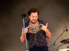 Beroemde Tivoli-shirt Eddie Vedder komt op muur in TivoliVredenburg te hangen