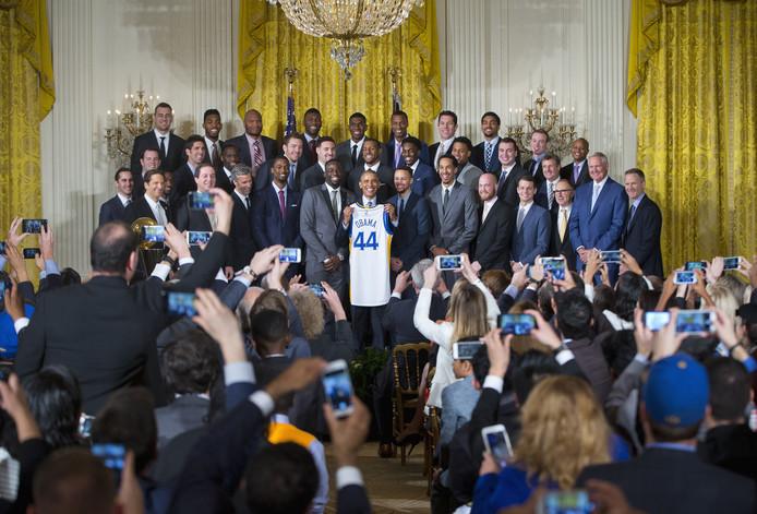 De Golden State Warriors op bezoek in het Witte Huis in 2016 toen president Barack Obama er nog de scepter zwaaide.