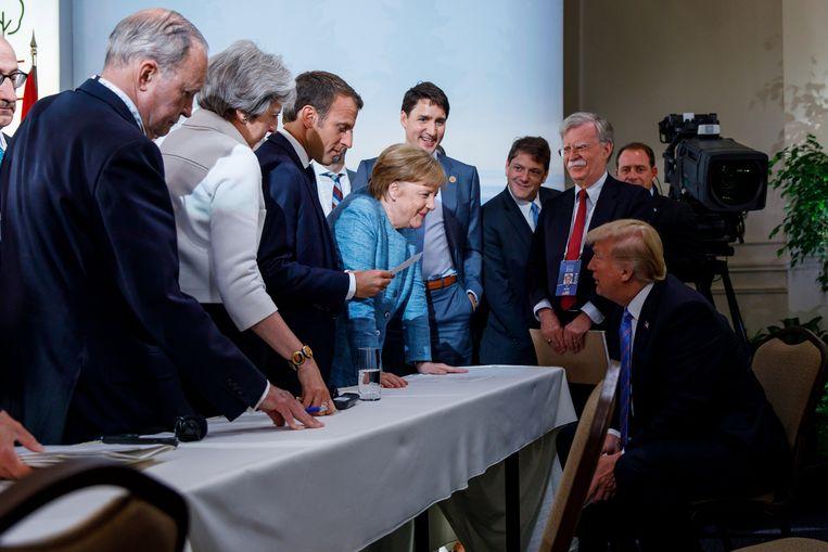 Justin Trudeau, Theresa May, Emmanuel Macron, Angela Merkel en Donald Trump tijdens de G7-top in Quebec, Canada. Beeld REUTERS