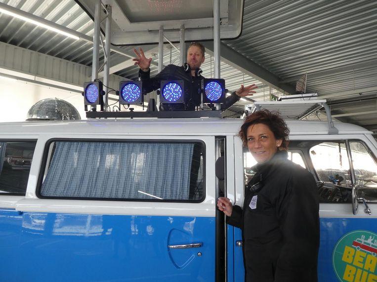 Gerald Janse, de eenzame sfeermaker van Beat Bus, en Debby van Rooijen (Event Station). Beeld Hans van der Beek