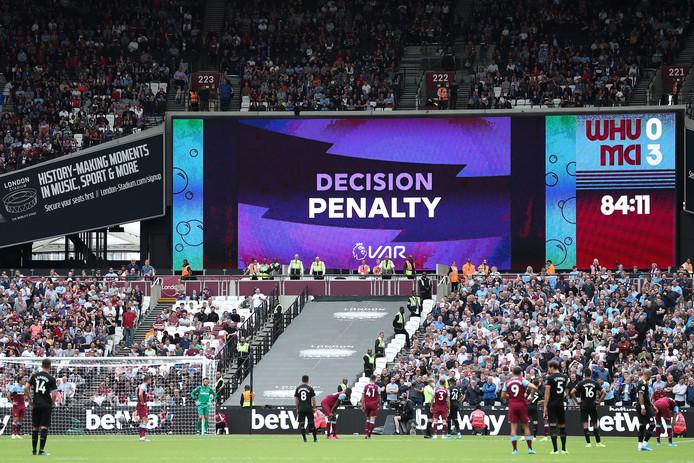 De VAR speelde zaterdag bij West Ham United - Manchester City (0-5) direct een flinke hoofdrol.