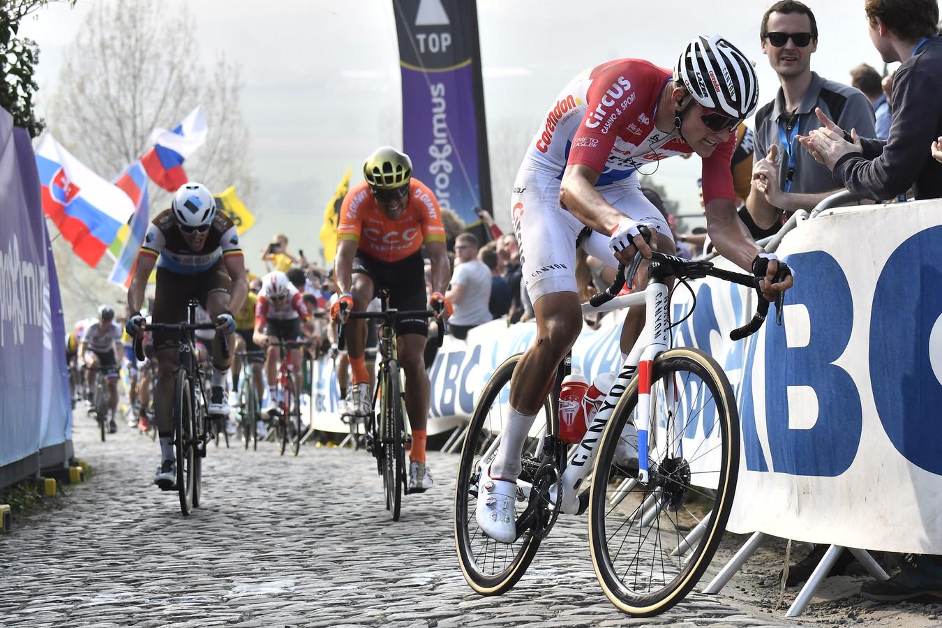 Van der Poel op de Paterberg in de Ronde van Vlaanderen.