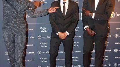 FOTO. Romelu Lukaku happy en single op rode loper van gala-avond Manchester United
